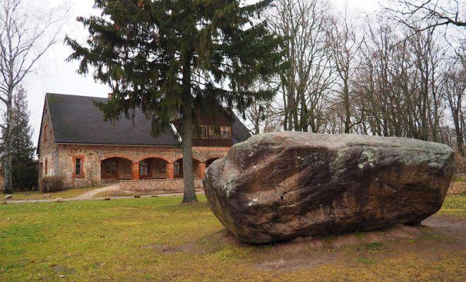 Музей Андрея Пумпура и памятный камень