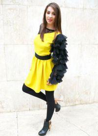 lekka sukienka z czarnymi rajstopami 3