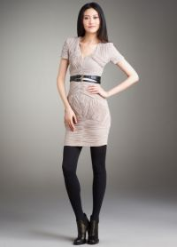 lekka sukienka z czarnymi rajstopami 6