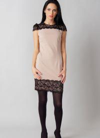lekka sukienka z czarnymi rajstopami 7