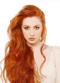 светло црвена боја косе