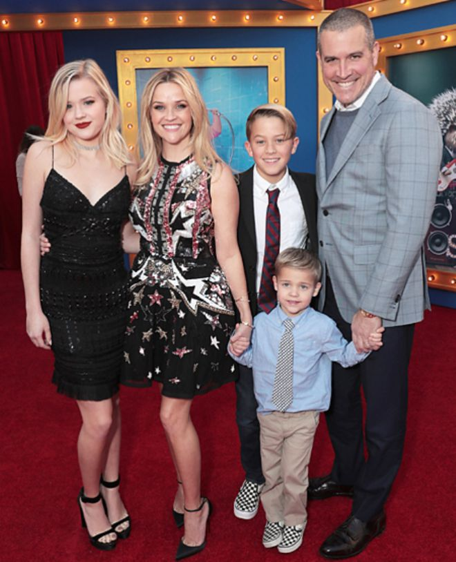 Риз Уизерспун с детьми и супругом Джимом Тотом