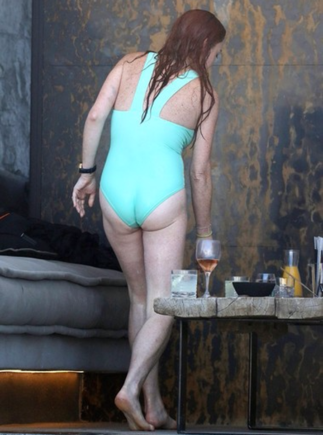 Линдси Лохан во время отдыха в Греции