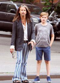 Стивен Тайлер со старшим внуком