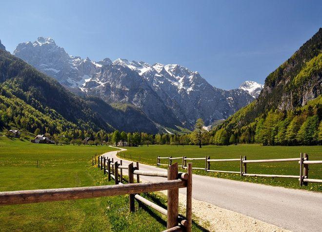 Живописные горные склоны вокруг Логарской долины