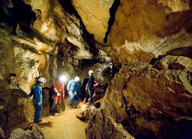 В городе Логатец имеется множество пещер