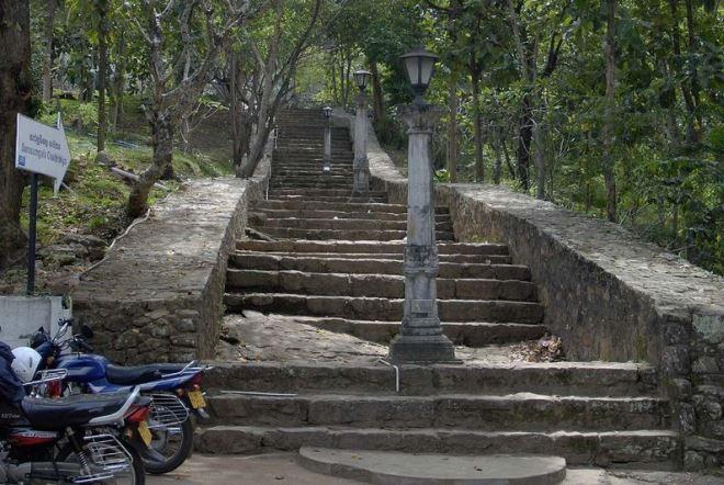 Лестница к монастырю Вихара