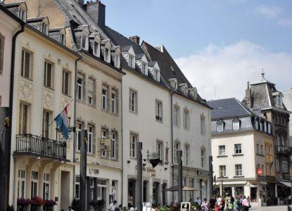 Торговая улица Рю-де-Фосс