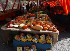 Рынок на площади Гийома II