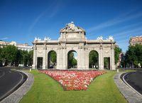 Площадь независимости - ворота Алькала