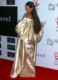 Хозяйка вечера в эффектном наряде от Christian Dior