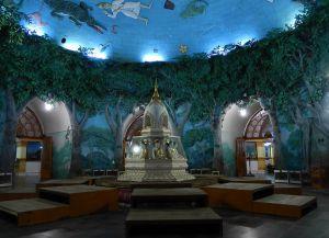 Ступа внутри храма