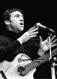 Владимир Высоцкий на концерте