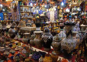 Сувениры на рынке в Танжере