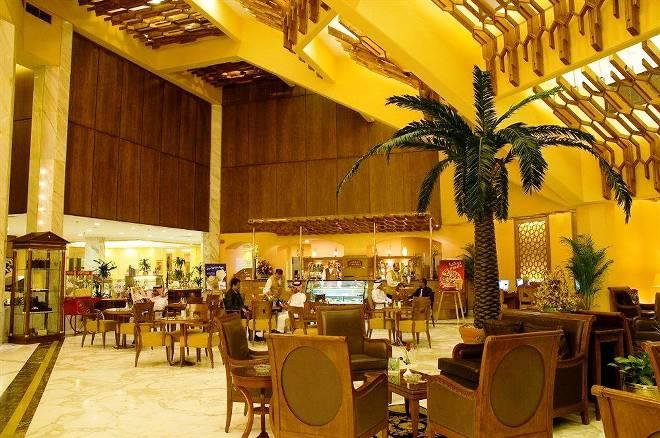 В кафе отеля Makarim Ajyad Makkah Hotel