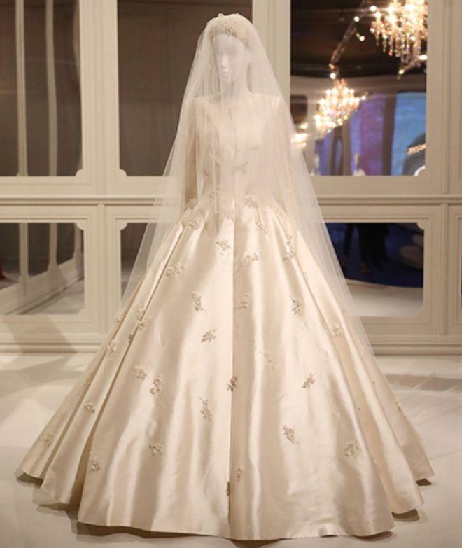 Свадебное платье Миранды Керр на выставке Dior в Мельбурне