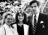 Брук Шилдс с родителями