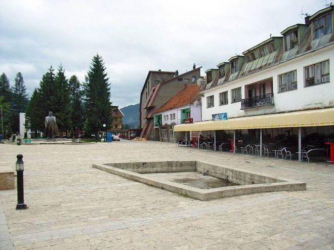 Площадь в Мойковаце
