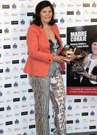 Мама Роналду Долорес на презентации своей книги Madre Coraje