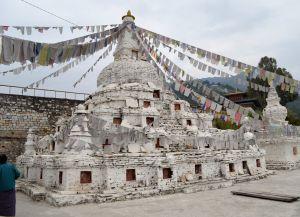 Буддийский чортен в Монгаре