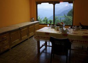 Столовая в отеле Trogon Villa