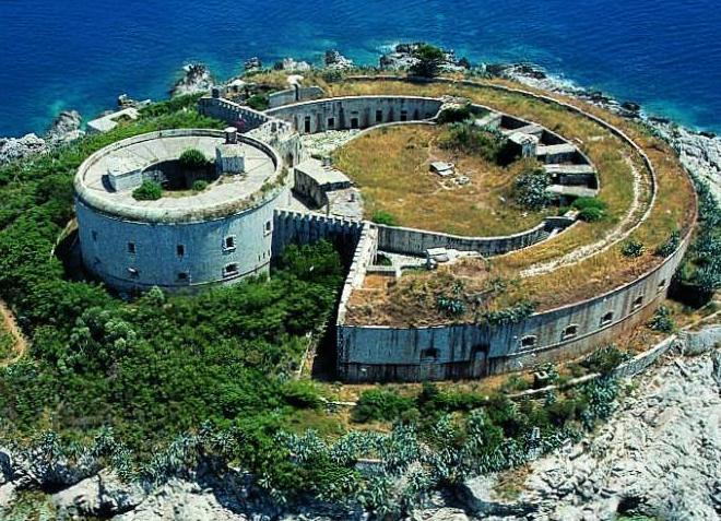 Форт острова Мамула