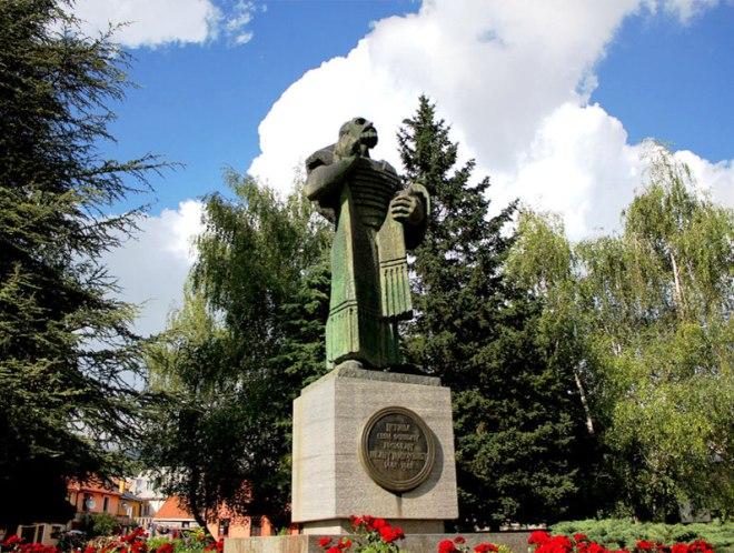 Памятник Ивану Черноевичу