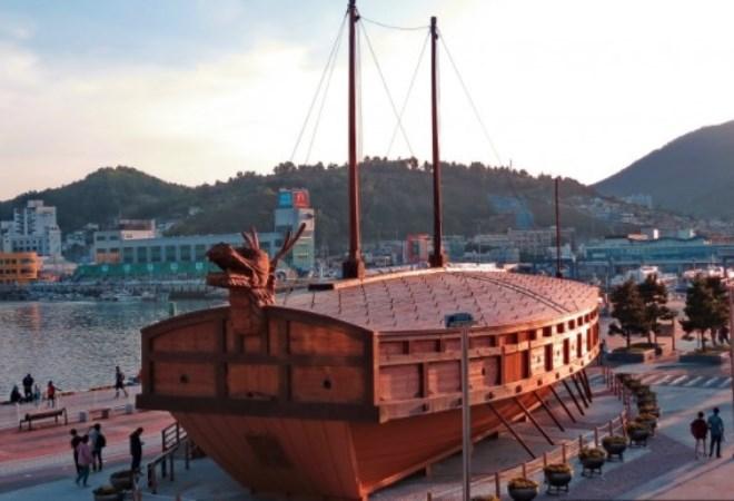 Памятник-корабль Кобуксон