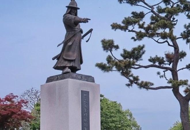 Памятник Ким Си Мину в Чеджу
