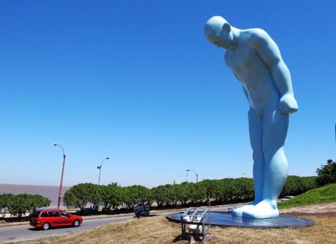 Статуя Greetingman