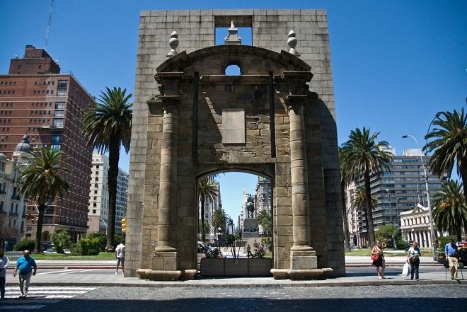 Ворота в Монтевидео