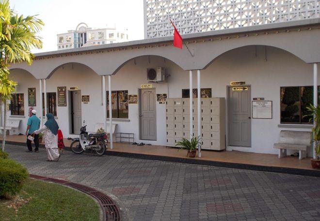 Внутренний двор мечети Захир