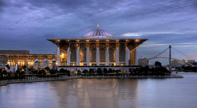 Железная мечеть Путраджая