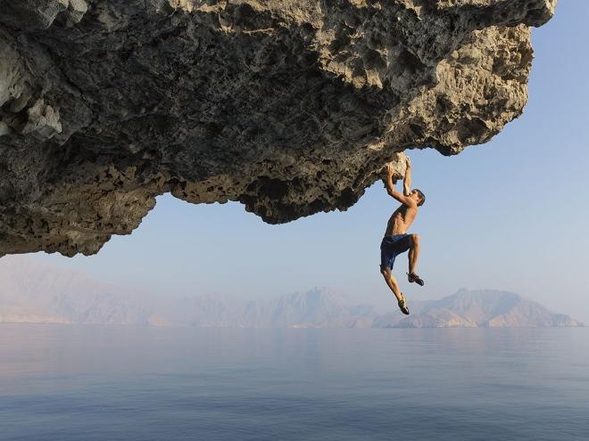 На здешних скалах тренируются скалолазы и альпинисты