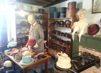 Комната шляпника в музее народного искусства и традиций