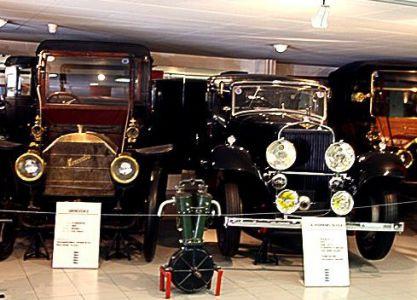 Экспонаты автомобильного музея