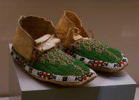 Музей Америки. Мокасины индейцев
