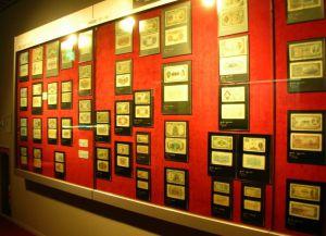 Бумажные купюры в Музее денег