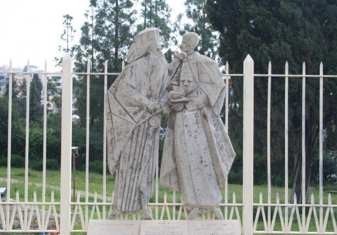 Памятник Патриарху Афинагору I и Папе Римскому Павлу VI