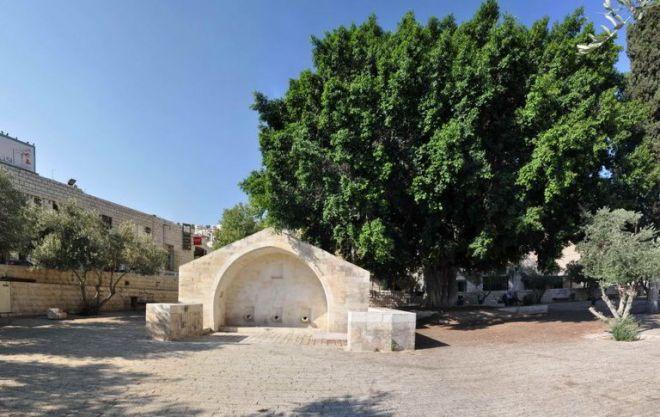 Колодец Девы Марии и древние бани