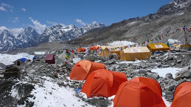 Базовый лагерь у подножия Эвереста