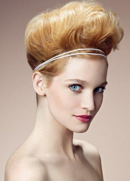 kako napraviti novu godinu frizuru za kratku kosu 2