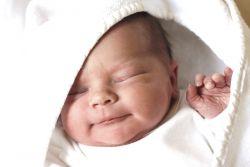 spánek novorozence do 1 měsíce