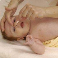 jak umyt nos novorozence