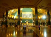 Пагода Uppatasanti изнутри