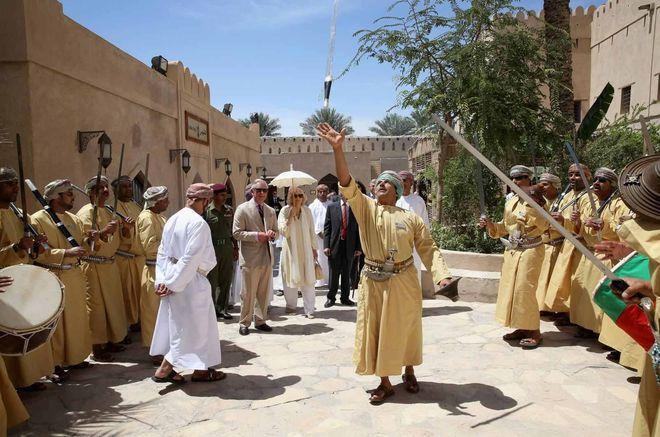 Традиционный оманский танец, исполняющийся на рынке Низвы