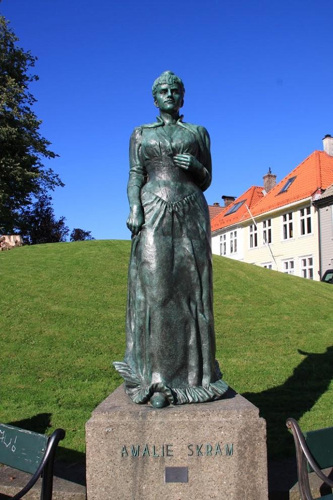 Памятник Амалии Скрам