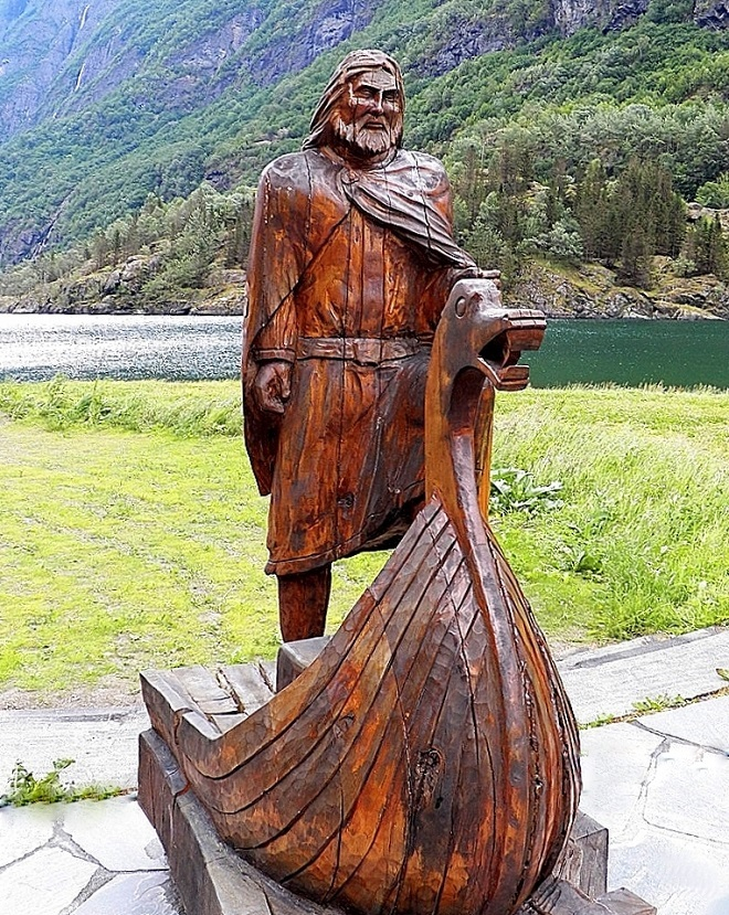 Скульптура Викинг