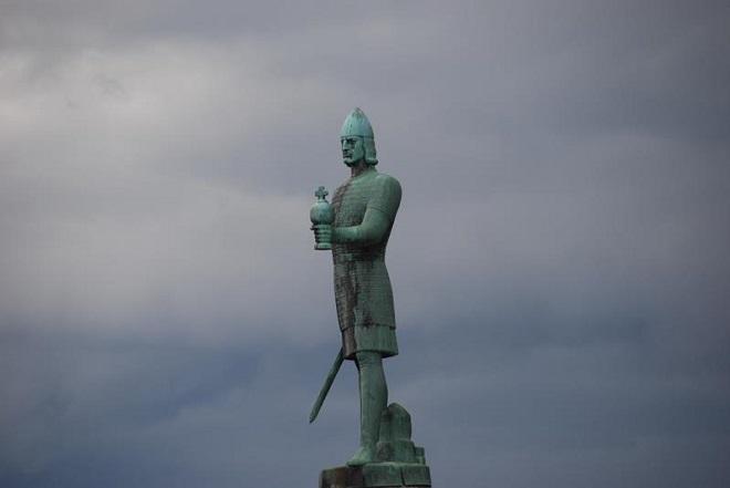 Статуя Олаву Трюггвасону