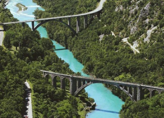 Rijeka Soca, na obalama kojih se grad širi